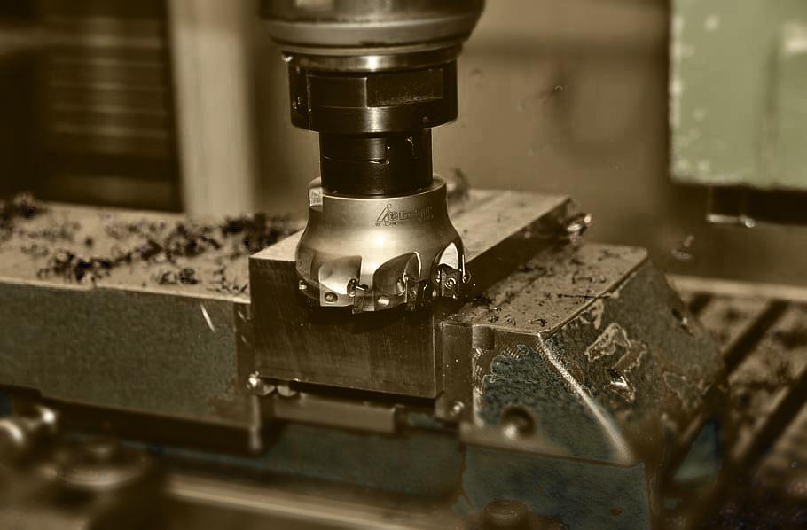 Cosa fa e come funziona un macchinario CNC?